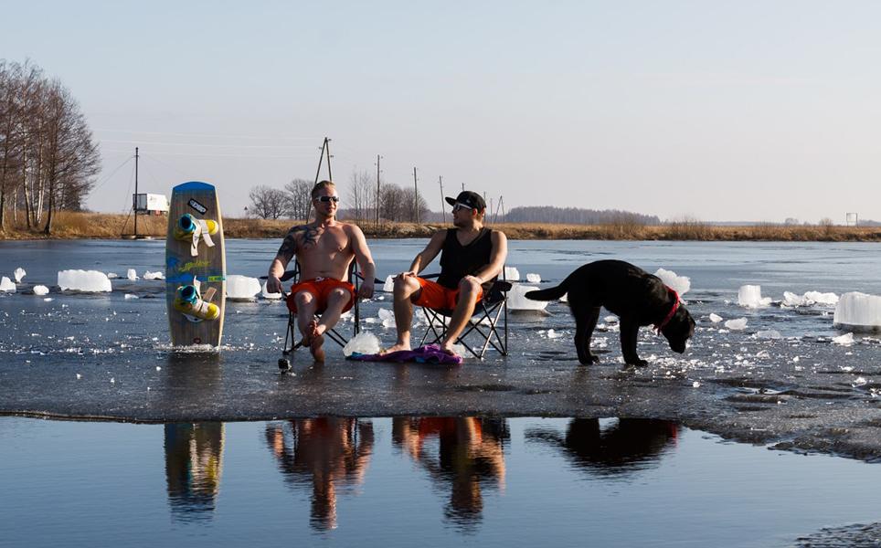 Izbaudi katru mirkli un priecājies. Padomi un ieteikumi, kā noķert prieku aukstā ūdenī. Mārupe Wakepark.